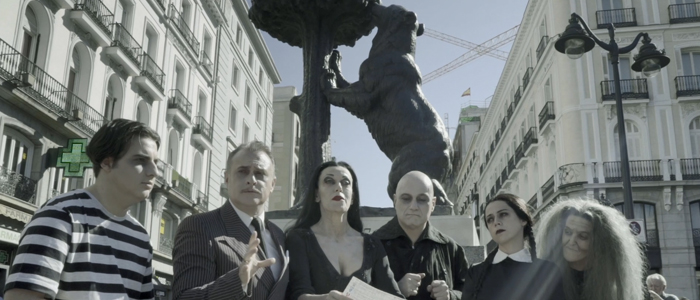 La Familia Addams con el Oso y el Madroño. Te adelantamos que ellos no son tan dulces…